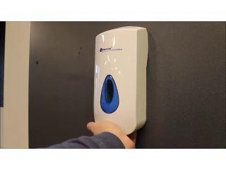 1. Wymiana wkładu z mydłem w pianie w dozowniku MERIDA TOP.